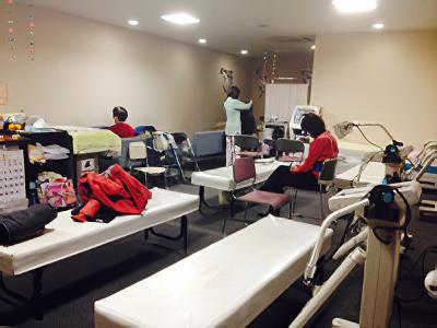3階には広い物理学療法室(リハビリ・ルーム)があります。